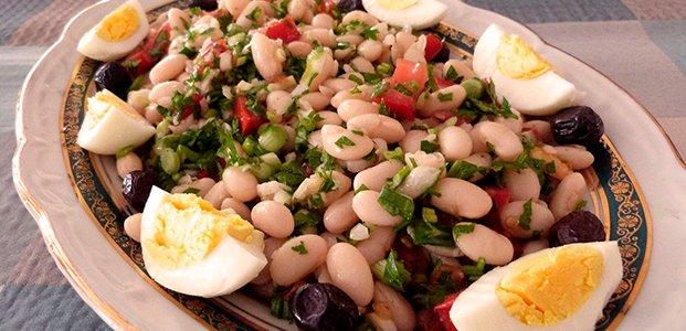 Салаты с белой фасолью — вкусные и простые рецепты