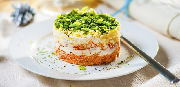 Салат с сайрой – 6 легких рецептов