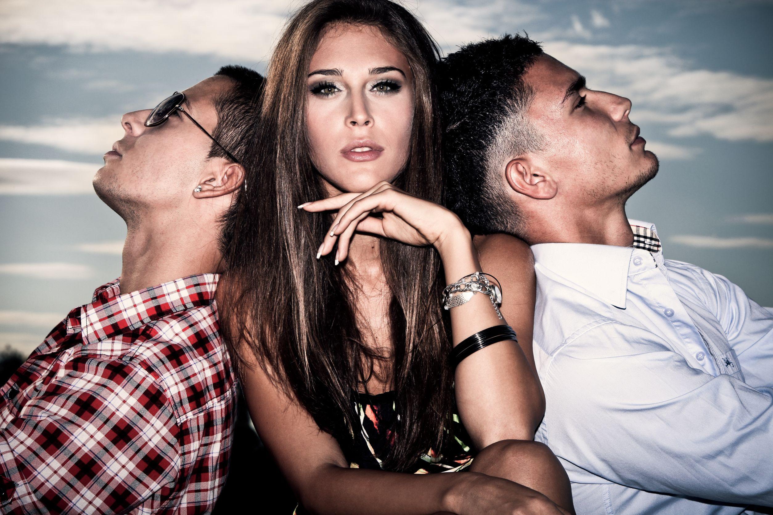 Трое русских парней и девушка 24 фотография