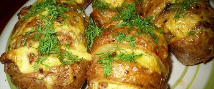 Картошка-гармошка с сыром и фаршем