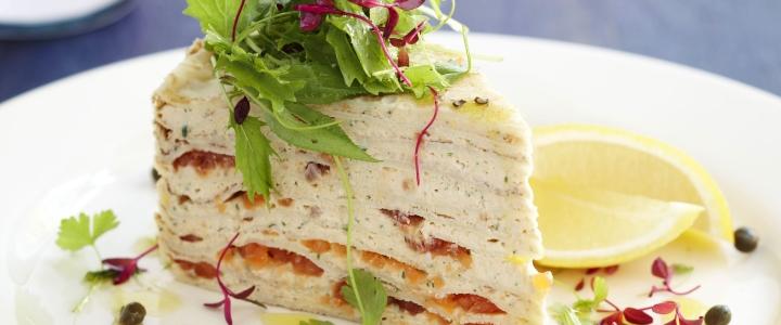 Блинный торт с муссом из лосося