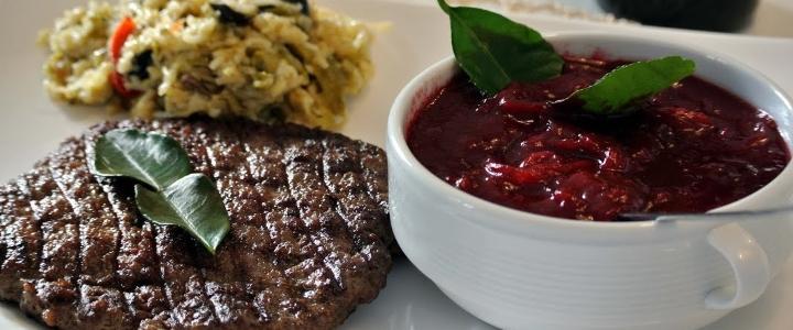 Брусничный соус к мясу
