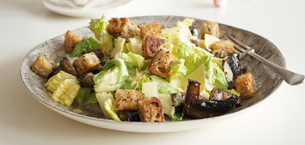 Салат Цезарь с курицей и грибами