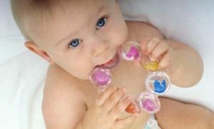 Как определить, что у ребенка режутся зубки