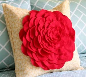 подушка с розой 13
