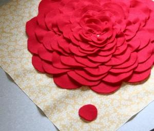 подушка с розой 8