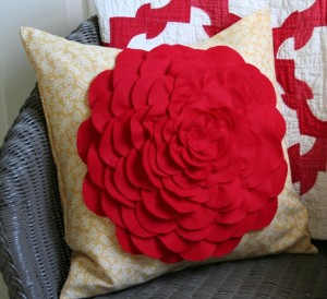 чехол для декоративной подушки с розой
