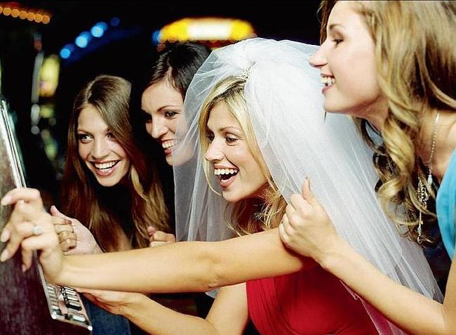 пять девок пригласили одного парня на девишник