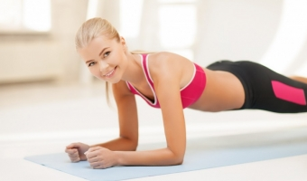 Упражнение планка в динамике – эффективная тренировка для красивого тела