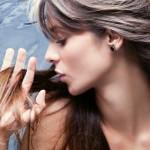 Электризуются волосы – причины и методы борьбы с наэлектризованными волосами
