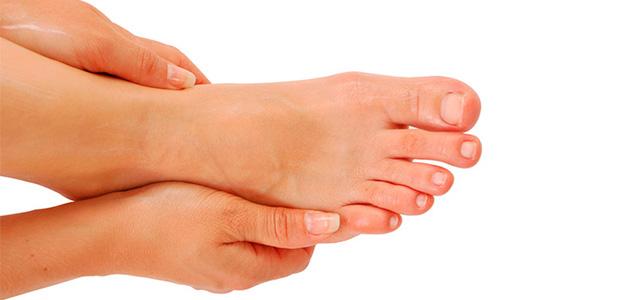Какие первые признаки грибка на ногтях ног