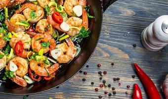 5 способов вкусно приготовить королевские креветки