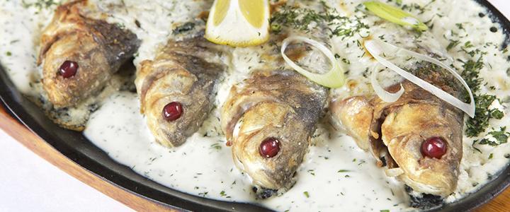 Карась в сметане – 4 рецепта нежной рыбы