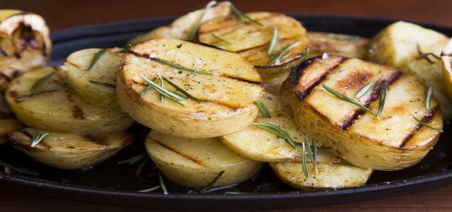 картошка на мангале в фольге