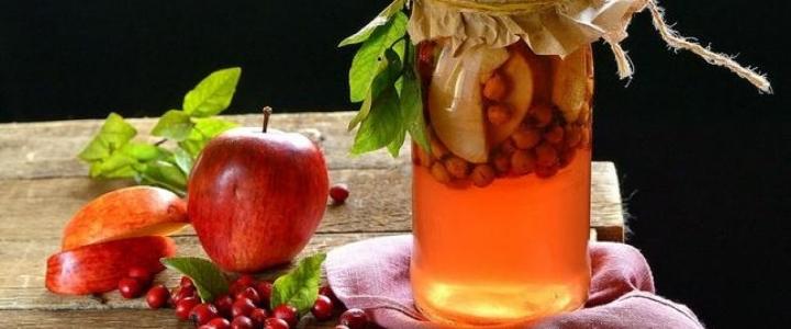 Компот из боярышника с яблоками