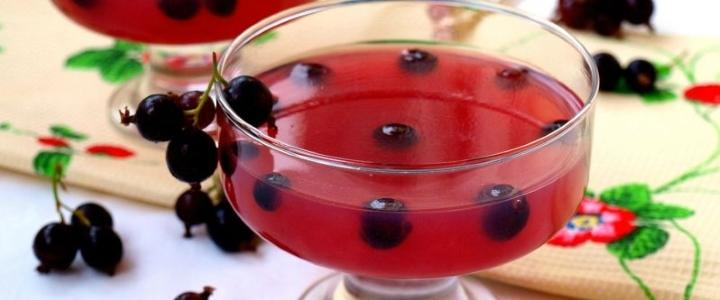 Компот ассорти из красной и чёрной смородины с лимонным соком