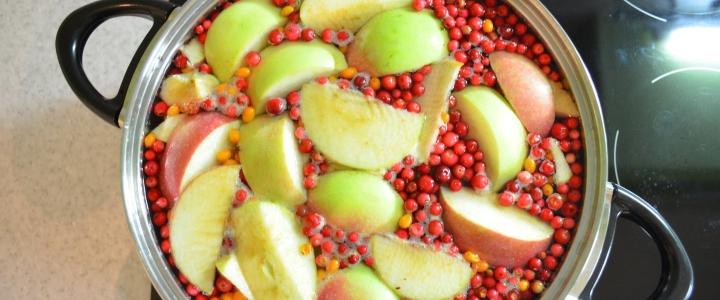 Компот из кизила с яблоками