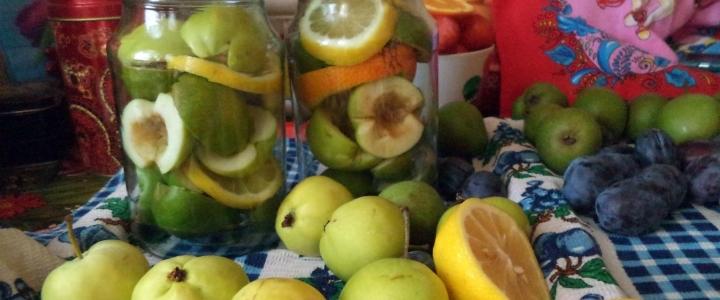 Компот из яблок и лимона