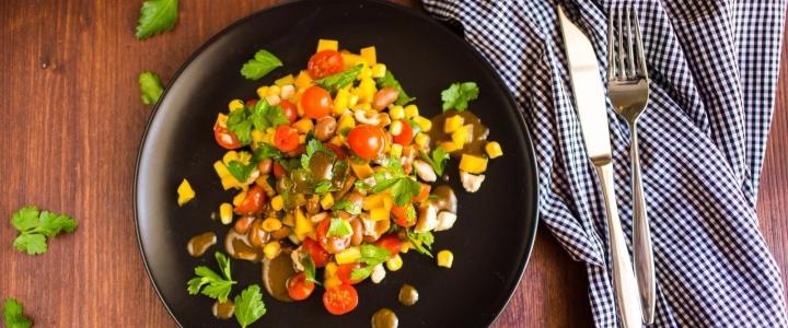 Консервированная кукуруза с овощами