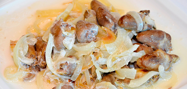 Куриные сердечки в сметане с картошкой