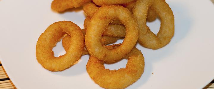 Луковые кольца в кляре на сковороде