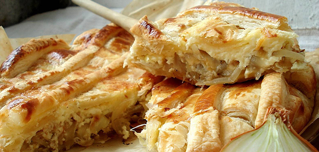 Простой лукового пирога на кефире