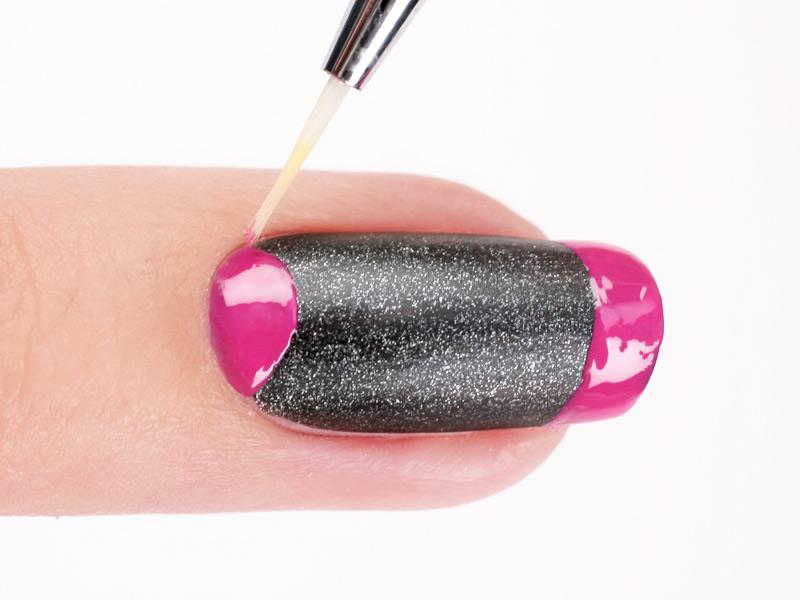 Черный дизайн ногтей с фольгой
