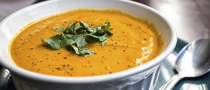 Морковный суп с копченостями
