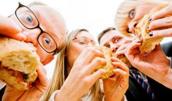 Офисным работникам: 5 типичных ошибок в питании