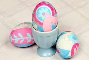 покраска яиц тканью