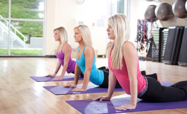 Как исправить осанку — домашние упражнения для выпрямления спины 🤸🏻♂️
