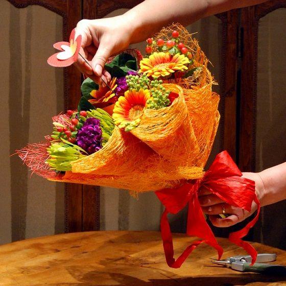 Букет цветов своими руками из живых цветов фото 46