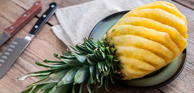 От ананаса щиплет язык