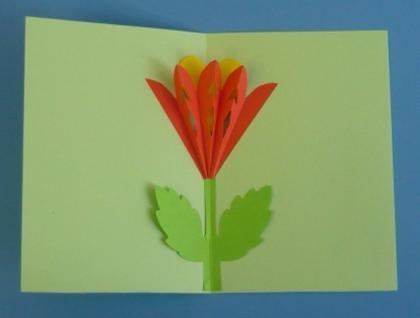 Из цветной бумаги вырежьте