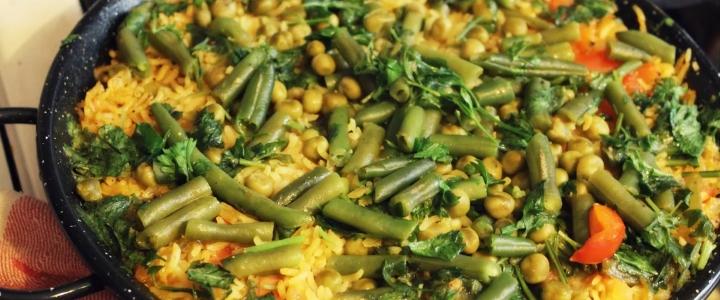 паэлья с морепродуктами и овощами