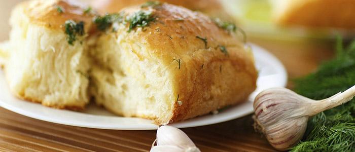 Пампушки с чесноком – 4 рецепта к борщу