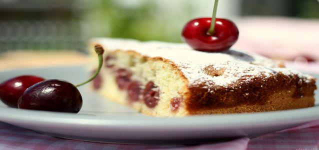 пирог с черешней и творогом