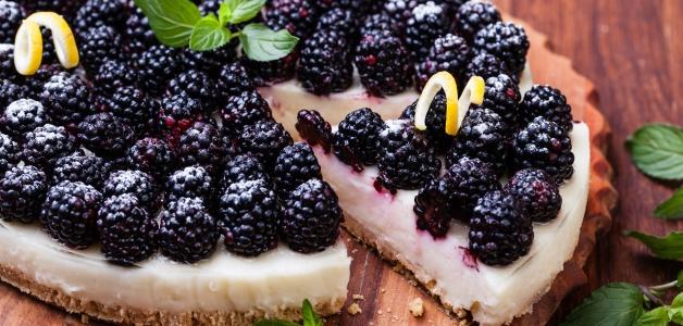 Пирог со свежей ежевикой