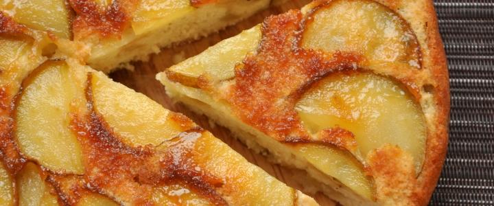 Пирог с грушей и яблоком