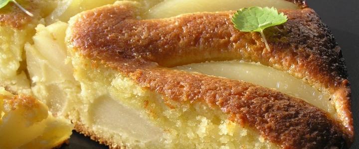 Сдобный пирог с грушей и бананом