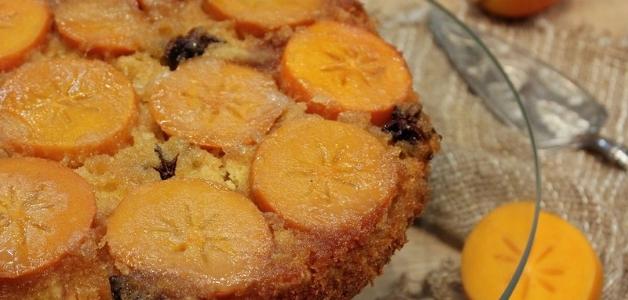 Пирог с хурмой и яблоком