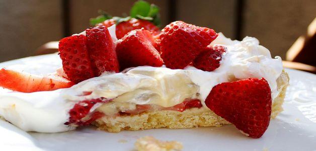 открытый пирог с клубникой