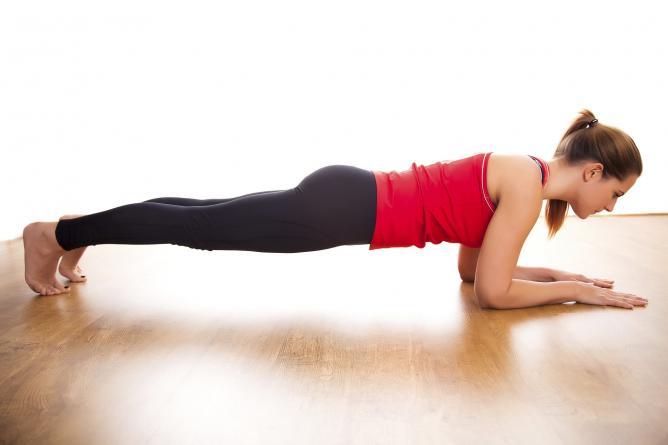 Чем полезно упражнение планка и как делать ее правильно