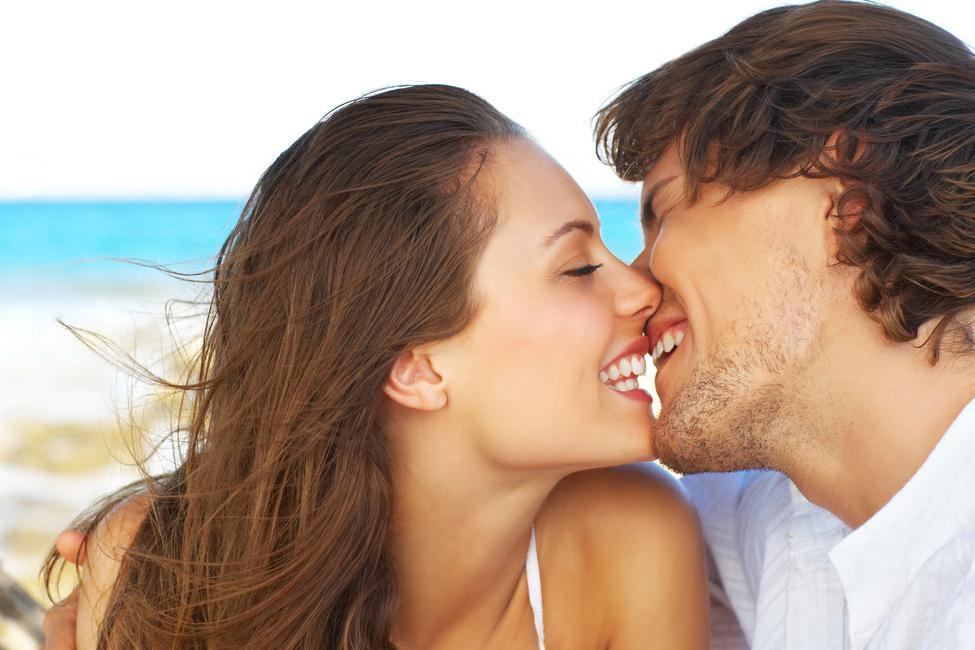 Эротичный поцелуй между мужчиной и женщиной фото фото 99-788