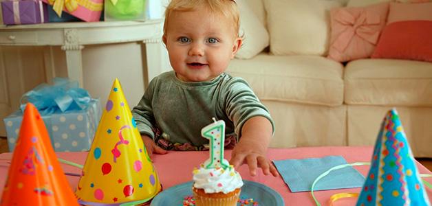 Подарки на 1 год - что подарить мальчику и девочке