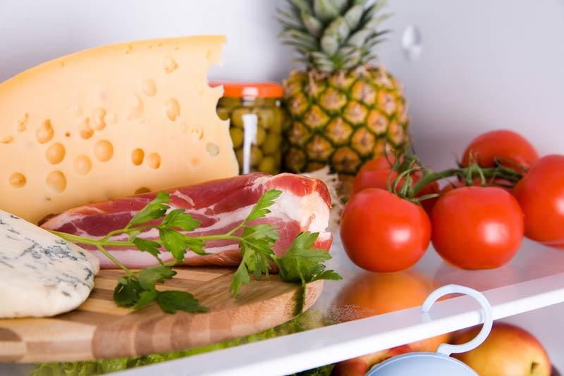 Почему продукты хранят в холодильнике