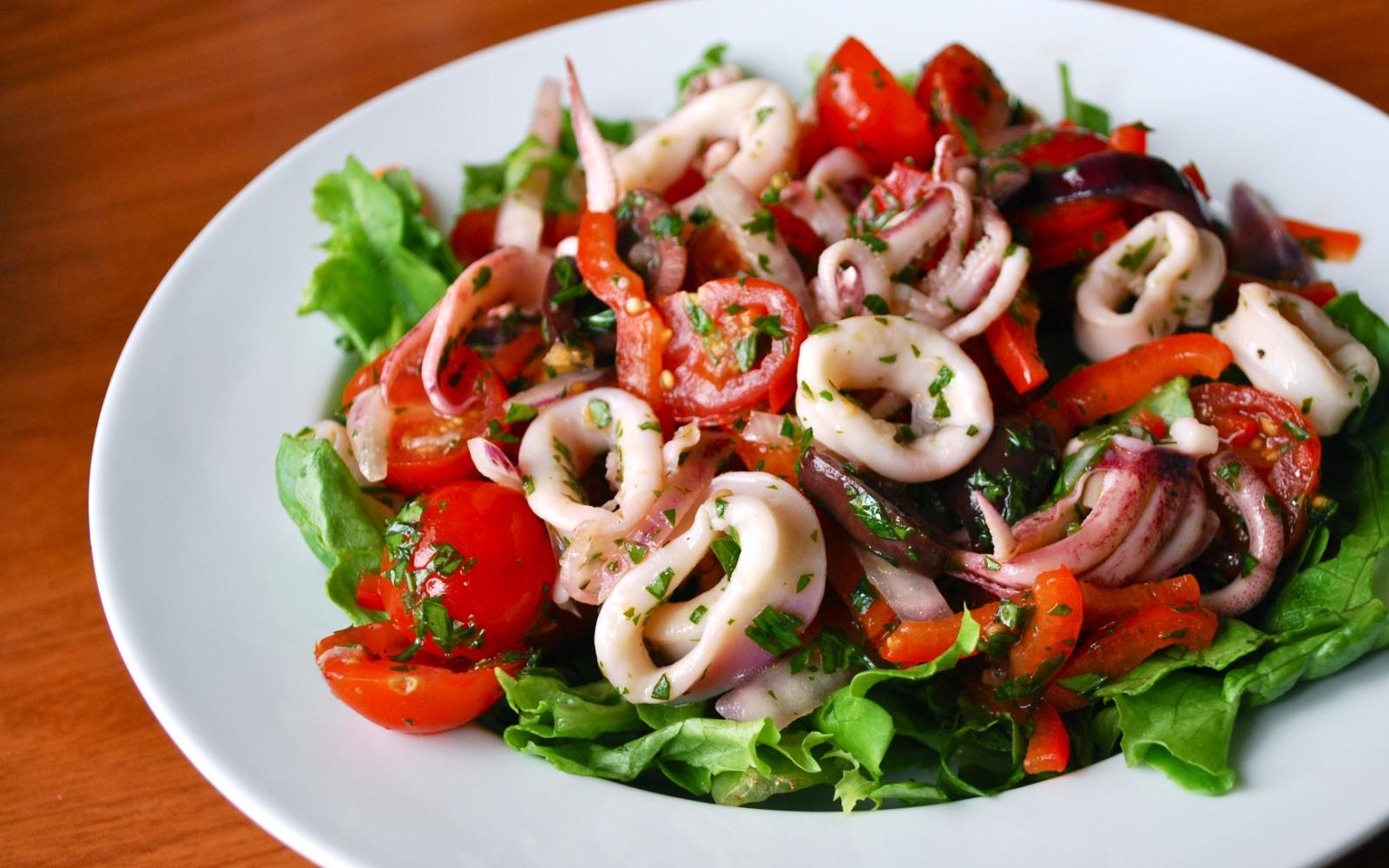 Вкусный салат с кальмаров рецепт с