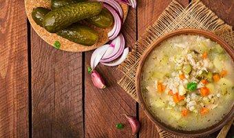 Рассольник с перловкой и солеными огурцами – 4 рецепта