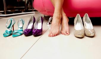 Как разносить новые туфли в домашних условиях