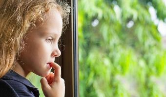 Дети грызут ногти – в чем причина и как с этим бороться